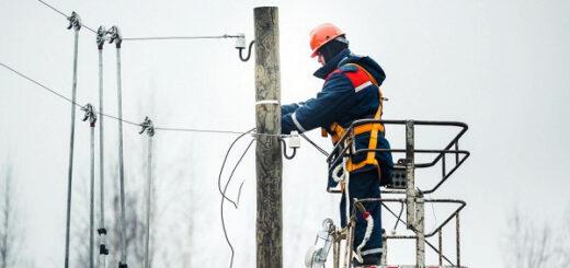 Бригады «Россети Центр» устраняют технологические нарушения в энергосетях Тверской области, вызванные непогодой, в круглосуточном режиме