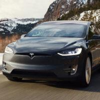 Компания Tesla продала в 2020 году около полумиллиона автомобилей