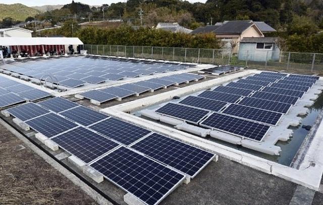 В Японии установили солнечную электростанцию на поверхности плавательного бассейна закрытой школы
