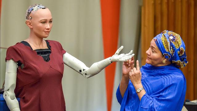 Тысячи роботов «София» помогут справляться с одиночеством