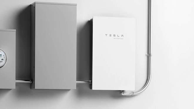 Tesla презентовала инвертор солнечной энергии для домашних хозяйств