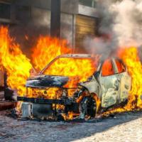 В Китае у электромобиля на зарядной станции взорвалась батарея