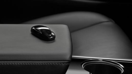 Новые автомобили Tesla могут получить поддержку беспроводной технологии Ultra Wide Band