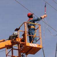 «Россети Сибирь» устанавливает на ЛЭП разрядники для защиты от молний