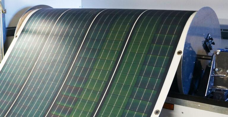 В Корее разработали солнечную панель, которую можно свернуть в рулон