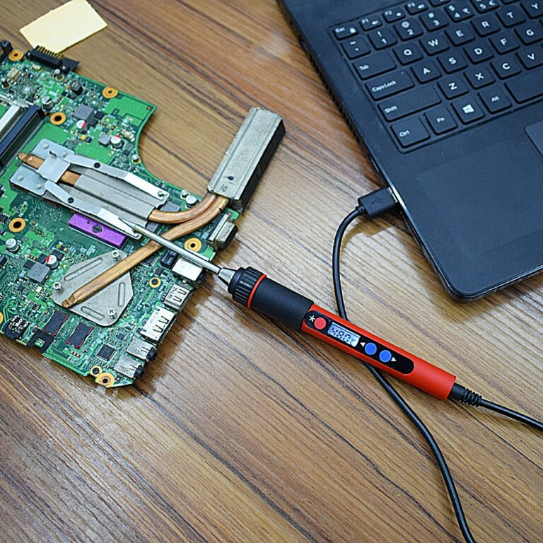 USB паяльник в пайке деталей