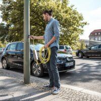 В Чехии планируют к 2027 году установить до 6000 фонарей-зарядок для электромобилей