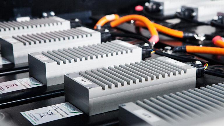 Ученые создали литий-ионный аккумулятор из 100% твердотельной негорючей керамики