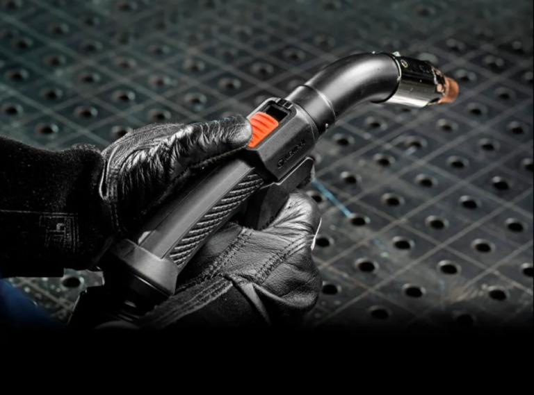 Компания Kemppi представила новую горелку с удалением испарений для MIG сварки