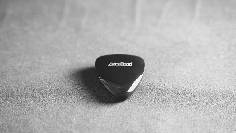 PocketGuitar научит играть на гитаре