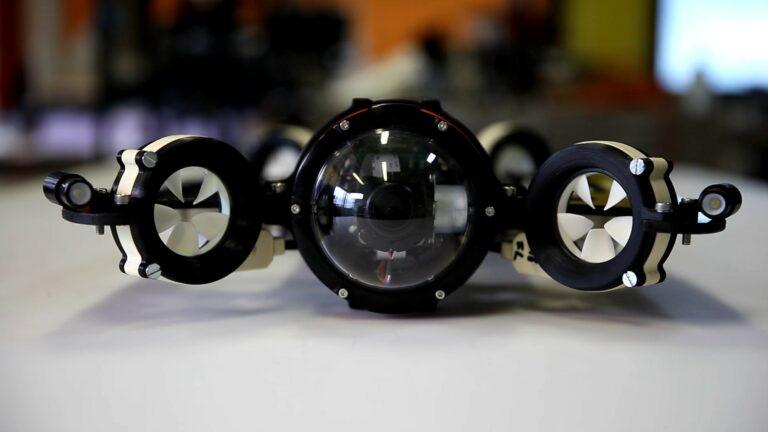 Первый в мире беспроводной подводный дрон использует свет вместо троса