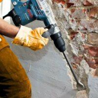 Как снять штукатурку со стен?