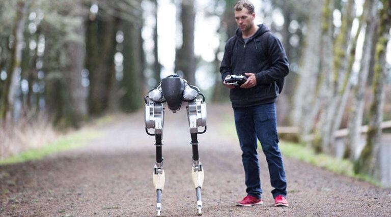 Робот «Кэсси» пробежал 5км