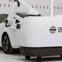 Создан передвижной робот для зарядки электроавтомобилей