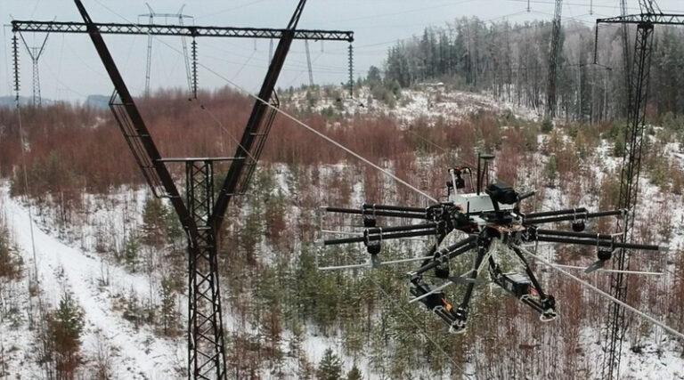 Робот почистит высоковольтные провода от льда и мокрого снега