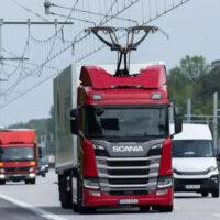 Автобан в Германии оснастили проводами для теста электрогрузовиков