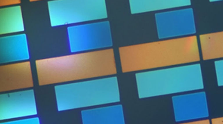 Новая технология цветной электронной бумаги