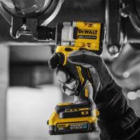Новое поколение аккумуляторов DeWALT POWERSTACK™